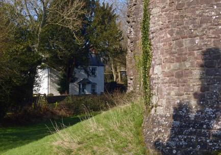 White cottage, White Castle