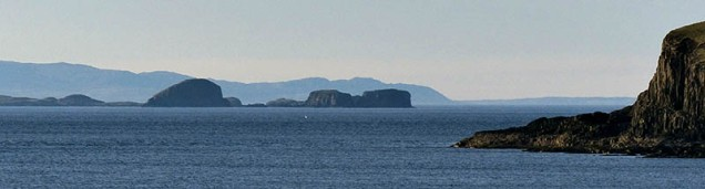 Islets and distant Lewis